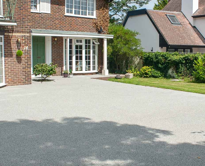 Light rey resin bonded driveway in Epsom