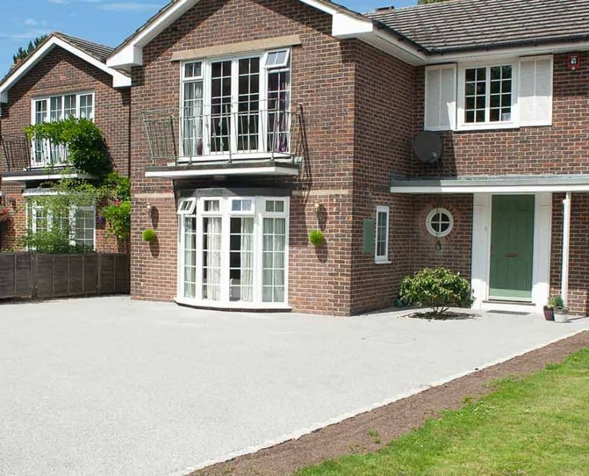 Light grey resin bonded driveway in Epsom Surrey